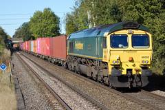 Freightliner - 66502 (Signal Box - Railway photography) Tags: outdoor railway uk railroad freightliner 66502 class66 diesel locomotive train freight whitchurch hampshire station mainline railfreight