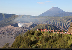 Bromo-Tengger-Semeru NP, Java, Indonesia (JH_1982) Tags: gunung bromo tengger semeru taman nasional volcano vulkan mountain nature landscape scenery scenic crater krater np national park pn parque nacional nationalpark bromotenggersemeru бромо тенгер семеру 布羅莫火山 ブロモ山 브로모산 view aussicht viewpoint trekking wandern climbing java jawa 爪哇岛 ジャワ島 자와섬 ява indonesia indonesien indonésie 印度尼西亚 インドネシア 인도네시아 индонезия steam smoke active observation point fence