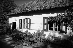 016 (boeddhaken) Tags: backintime timetravel 1900 1900s blackwhite bw retro retrostyle museum oldhouse house bike bench