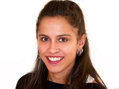 Laura (Luicabe) Tags: az901 cabello cara enazamorado femenino fondoblanco gente humano interior kodak laura luicabe luis moreno mujer pendiente persona posado retrato rostro sonrisa yarat1 zamora
