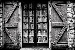 Finestra B/N (rossendgricasas) Tags: finestra window monochrome bw nikon photo silverefex