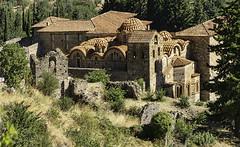 Métropole de Mystras (monilague) Tags: cité de mistra mystras grèce greece ruine ruin églises orthotodoxes byzantines monatère montagnes mountaines arbres trees clocher roches rocks arches arch