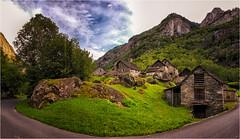 Sonlerto (renschmensch) Tags: rot sonlerto schweiz tessin bavona bavonatal steinhäuser tal alpen