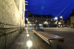 Le spectre de la Magdeleine II (Tonton Gilles) Tags: alençon normandie place lamagdelaine la magdeleine spectre fantôme ectoplasme silhouette personnage pose longue heure bleue banc basilique notredame dalençon flare réverbères lampadaires étoiles projecteurs paysage urbain mise en scène