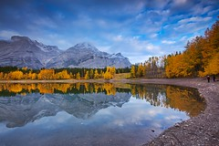 Wedge Pond Fall curve (John Andersen (JPAndersen images)) Tags: alberta canon clouds day kananaskis mountains reflections wedgepond