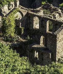 Cité de Mistra ou Mystrás (monilague) Tags: cité de mistra mystras grèce greece ruine ruin églises orthotodoxes byzantines monatère montagnes mountaines arbres trees clocher roches rocks arches arch