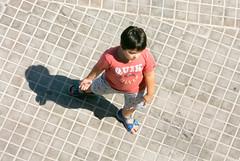 Niño 09 (dorieo21) Tags: streetphotography child niño enfant garçon bambino retrato portrait ritratto streets