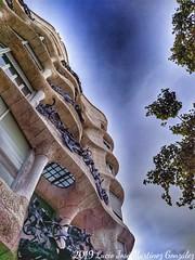 Barcelona. La Pedrera. Gaudí. (Lucio José Martínez González) Tags: luciojosémartínezgonzález barcelona cataluña catalonia españa spain gaudi gaudí modernism modernismo arquitectura architecture building edificio ciudad city ngc asbeautifulasyouwant