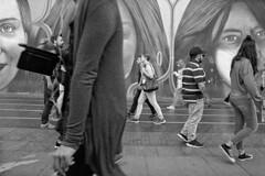 Street Photo 1909_011 (c a r a p i e s) Tags: carapies cityscapes 2019 españa madrid granvia nikonf100 analogico 35mm film pelicula ilford ilfordhp5 blancoynegro bw blackwhite fotografiaurbana urban urbanphotography urbanidad urbvanidad urbvanity urbanphoto streetphoto streetphotography streetlife