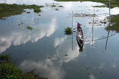 L1009582-1 (nae2409) Tags: fisherman boat sailing sky reflection water leica m10 35mm phatthalung thailand