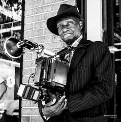 The New Yorkers - Vintage photographer (François Escriva) Tags: street streetphotography us usa nyc ny new york people candid olympus omd photo rue sun light black white bw noir blanc nb monochrome sidewalk manhattan photographer vintage old style hat