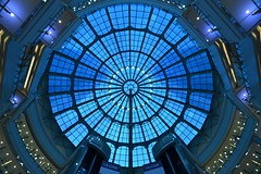Shanghai - Cupola at Grand Gateway (cnmark) Tags: shanghai xuhui xujiahui grand gateway ganghui guangchang shopping mall interior modern architecture lobby atrium glass cupola gebäude kuppel building 中国 上海 徐汇区 徐家汇 港汇广场 港汇恒隆广场 ©allrightsreserved