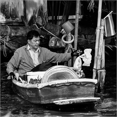 Floating shop (John Riper) Tags: johnriper street photography straatfotografie square vierkant bw black white zwartwit mono monochrome bangkok thailand candid john riper xt2 fujifilm xf18135 floating shop stall market