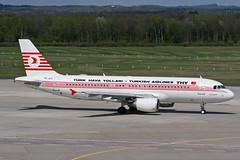 TC-JLC (SPOTTER.KOELN) Tags: cgn eddk köln koeln cologne spotter planespotter spotting plane flugzeug retro retrojet thy turkishairlines