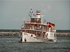"The paddle steamer ""Freya"" on the Hanse Sail in Warnemünde (Ostseetroll) Tags: deu deutschland geo:lat=5418375731 geo:lon=1208692400 geotagged mecklenburgvorpommern rostock warnemünde hansesail2019 schaufelraddampfer olympus freya em10markii"