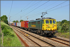 86501, 4L75 (Jason 87030) Tags: al6 freightliner wcml class86 86501 goodoldgirl billynomates can green yellow cottages brampton northants northamptonshire loop lineside crew basford hall felixstowe cargfo containers boxes tracks train acelectric loco paint