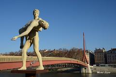 Lyon, Rhône-Alpes (Micleg44) Tags: lyon rhône rhônealpes france statue saône pont passerelle palaisdejustice michaelelmgreen ingardragset