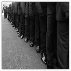 Sortir du rang. (francis_bellin) Tags: confrérie tradition soir blackandwhite streetphoto street espagne netb photographederue photoderue ville nuit cité villebougie photographie olympus streetphotographie avril noiretblanc monochrome bw hommes vélezmálaga pâques rue mains dévotion 2019 croyance procession