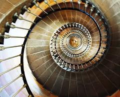 montée vertigineuse au Phare des baleines,Ile de Ré (aude40) Tags: escalier stair pharedesbaleines iledere nikon d500 marche step colors architecture