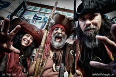 Yo Ho (A Pirate's Life for Me) (Sam Antonio Photography) Tags: pirates comiccon comicconinternational sandiegocomiccon costume cosplay cosplayer halloween halloween2019 men male fantasy mystery decaying adventure scary caribbean seafaring fear makeup masquerade dagger buccaneer swashbuckler frightening piracy musket sword dreadlocks