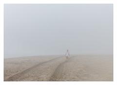 Passeig al mar entre boira (Vicent Granell) Tags: granellretratscanon mirada visió composició percepció personal perellonetperelló mar boirina