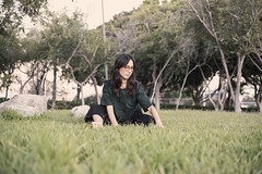 Ilse (Braulio Lam) Tags: canon canonphotography canon6d canonfd 50mm portrait vintagelens primelens fullframe magichour goldenhour grass model tijuana thursday green