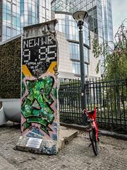Section of Berlin Wall - EU Quarter - Brussels (phil_king) Tags: brussels bruxelles eu european union quarter parliament berlin wall concrete graffiti section belgium belgie belgique