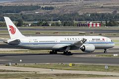 B-7877 | Air China | Boeing B787-9 Dreamliner | CN 34305 | Built 2016 | MAD/LEMD 25/09/2019 (Mick Planespotter) Tags: adolfosuárez aircraft airport 2019 nik sharpenerpro3 barajas madrid madridbarajas b787 b789 b7877 air china boeing b7879 dreamliner 34305 2016 mad lemd 25092019 spotter aviation avgeek plane planespotter airplane aeroplane