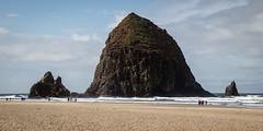 Haystack Rock (yannha) Tags: travel roadtrip us oregon cannonbeach beach coast water sky horizon rock haystack