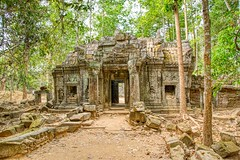 Tempel ruins of Ta Som near Siem Reap, Cambodia (UweBKK (α 77 on )) Tags: angkor archaeological park archaeology temple ruins ancient history historic historical heritage culture siemreap siem reap cambodia southeast asia sony alpha 77 slt dslr tasom ta som stone gate tree forest