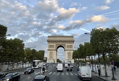 #Paris #France2017 (Σταύρος) Tags: traffic street st cars streetcrossing roadtrip archdetriomphe france2017 paris france rtw worldtraveler roundtheworld vacation vacanze holiday globetrotter city clouds avenuedeschampselysées deschampselysées champselysées 8tharrondissement 8émearrondissement