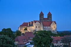 Quedlinburg (Rolandito.) Tags: europe europa germany deutschland allemagne alemania germania duitsland quedlinburg harz blue hour blaue stunde schloss dusk abend dämmerung twilight