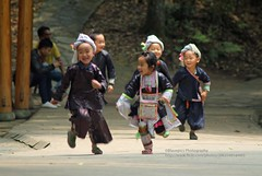 Congjiang, Basha Miao village, kids having fun (blauepics) Tags: china guizhou province congjiang basha agriculture landwirtschaft dorf village farmer bauern miao ethnic ethnische minority minderheit hmong meo traditional costume traditionelle tracht kids children kinder boys jungs girl mädchen running rennen fun spas laughing happy lachen glücklich