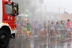 El calor de las fiestas (gabrielg761) Tags: calor bomberos cañonazo donosti semanagrande 2019 niños baño