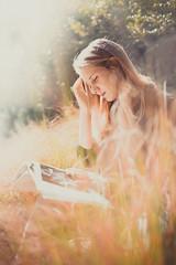 Nakin Ocre rouge (MEOT Youri) Tags: portrait portraiture model femal women light bright sunny bokeh bokelicious flare blond nature wild street sigma 135mm f18 art canon5d 5d classic