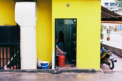 (Hem.Odd) Tags: canonae1program malaysia kualalumpur fujicolorc200 fd50mmf18 asia portrait asian