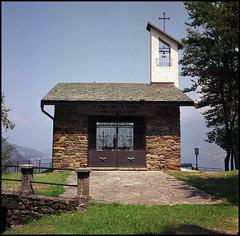 Rolleis Lake Como Experience 2019 (901) (Hans Kerensky) Tags: rolleiflex 35c 6x6 tlr fujifilm pro 160ns scanner plustek opticfilm 120 menaggio lake como italy 2019 chiesetta degli alpini chapel ww1 trenches
