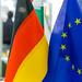 Deutsche und Europäische Fahnen nebeneinander