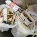 Asiatisches To-go fast food Müll auf dem Boden