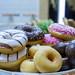 Atrian Bakers - Verschiedene OK Doughnuts in einer Schale