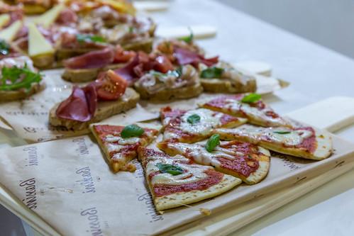 Italienische Spezialitäten zum Probieren - Pizzastücke
