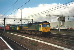 Freightliner Class 66/5 66573 & Class 47 47270 - Rugby (dwb transport photos) Tags: feightliner locomotive 66573 47270 corybrothers18421992 rugby
