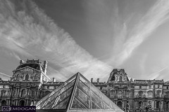 PARIS (01dgn) Tags: paris pyramidedulouvre louvre bw fransa france frankreich cityscape europa europe avrupa urban wideangle canoneos700d panorama