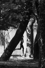 În alergare (Dumby) Tags: portrait bucurești românia sector1 park running action canoneos40d m42 suntele135mm manualfocus