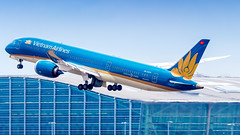 Boeing 787-9 Dreamliner VN-A870 Vietnam Airlines (William Musculus) Tags: london heathrow airport aviation plane airplane lhr egll spotting william musculus vna870 vietnam airlines boeing 7879 dreamliner vh hvn
