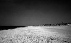 A night at the beach (Rosenthal Photography) Tags: dänemark asa400 epsonv800 ff135 washiz400 urlaub houvig rodinal12521°c7min 20190906analog ilfordrapidfixer rotfilter olympus35rd nordsee kleinbildformat strand beach coast landscape seascape sea northsea denmark sand summer august sun sunshine olympus olympus35 35rd fzuiko zuiko 40mm f17 washi filmwashi washiz rodinal 125 ilford rapid fixer epson v800