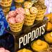 Popdots: Donutlöcher mit Glasur und Streuseln als hippes Gebäck