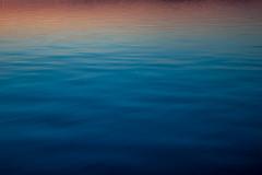 Закатные воды Онежского озера
