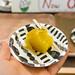 Leckere Süßkartoffel auf einem Papierteller zum Probieren serviert