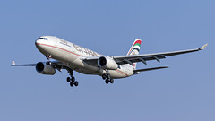 085A3289 A6-EYO at JNB. (midendian) Tags: airport aircraft airplane jnb ortambo feat johannesburg ortia